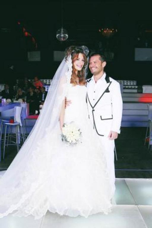 Ece Doğulu  Pop müziğin sevilen ismi Kenan Doğulu'nun müzisyen kardeşi Ozan Doğulu eşi Ece Doğulu, geçtiğimiz 2008 yılının aralık ayında evlenmişti.