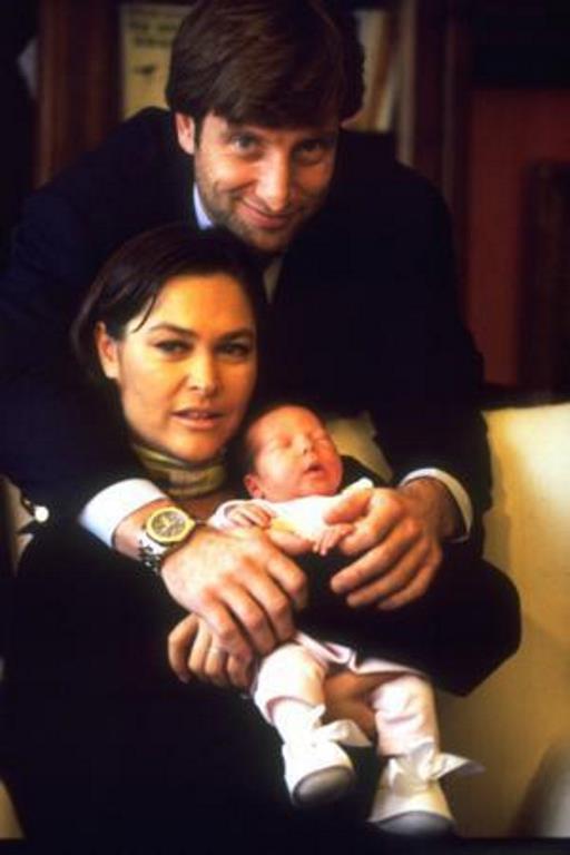 Hülya Avşar düğünde kızı Zehra'ya dört aylık hamileydi.