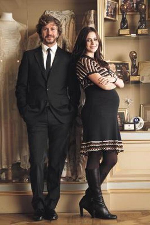 Düğün sonrası Alona Ataberk'in 2 aylık hamile olduğu ortaya çıktı.