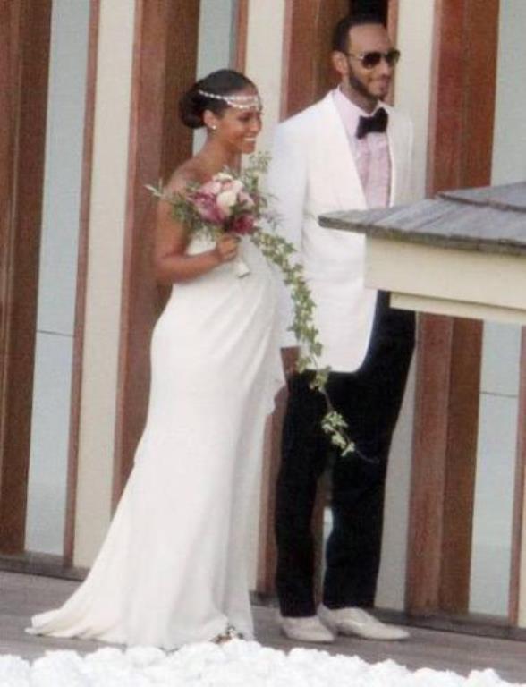 Alicia Keys  Ünlü şarkıcı Alicia Keys, müzisyen Swizz ile evlenirken yedi aylık hamileydi.