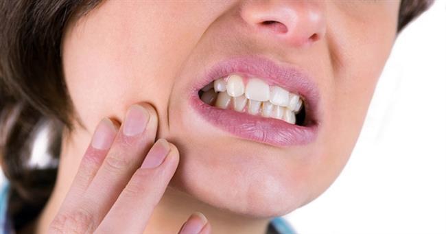 •Ani diş sızlamaları gerçekleşir.  •Diş ve çene arasındaki bağlarda gevşemeler oluşarak diş sallanmaları ya da dökülmeleri görülür. •Dişlerde kırılma ve diş eti çekilmeleri ortaya çıkar.
