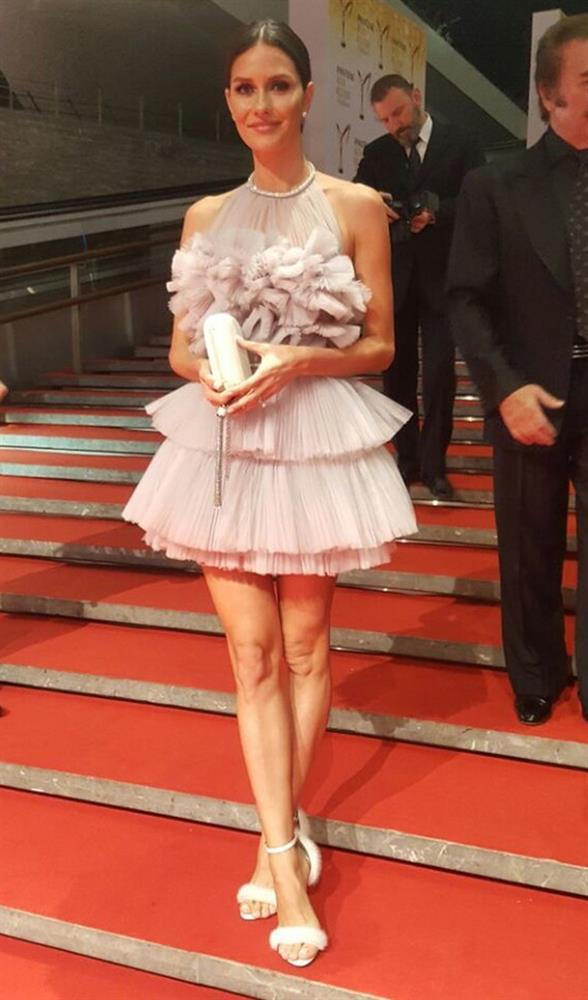Evlendikten sonra oyunculuğa ara veren Yasemin Ergene Özilhan da Pantene Altın Kelebek Ödül Töreni'ne katılanlar arasında.