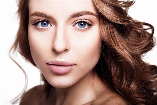 Soluk tenlerde nötr göz farı ile kötü görünürsünüz. Kremler ve bej renkleri kötü bir boyut vererek cildinizi silik yapacaktır.