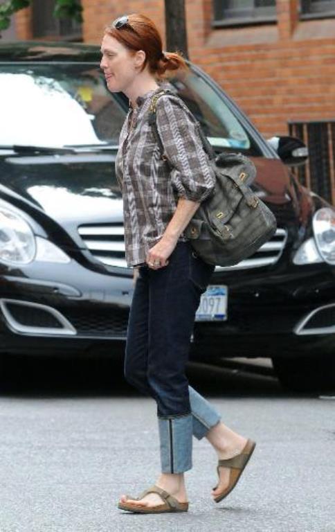 Julianne Moore günlük hayatında zaten çok fazla makyaj yapmıyor.
