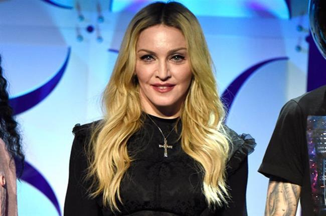 Modonna  Ünlü pop şarkısıcısı Madonna'nın da fobileri var. Kendisi yıldırım ve gök gürültüsünden ölesiye korkuyor.
