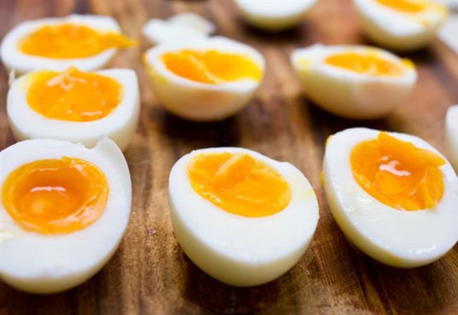 Yumurta  Yumurtanın son derece önemli protein kaynağı olduğuyla ve uzun süre tok tuttuğuyla ilgili bilimsel veriler var. Sabah kahvaltıda yiyeceğiniz bir haşlanmış yumurta sizi gün içerisinde açlık krizine karşı güçlü kılar. Haşlanmış yumurta sevmeyenler sebzeli omlet tüketebilir.
