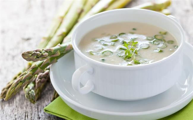 Çorba  Çorbalar su içerdiklerinden dolayı ve midede oluşturdukları basınç nedeni ile daha kısa sürede doymamızı sağlayan besinler. Yemeğe sebze, ıspanak, kereviz, kabak gibi sebzelerden yapılmış çorba ile başlamak, ana öğünlerde fazla yemenizi engeller, gün içerisinde tok tutucu özelliği ile fayda sağlar.
