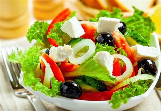 Salata  Yemeklerde salata tüketmek, hem bol lifli olması nedeniyle hem de şeker içeriği bulunmamasından dolayı tok tutar, fazla yemeyi önler. İçine taze kırmızı biber, dereotu doğramak da tokluk derecesini artırır.