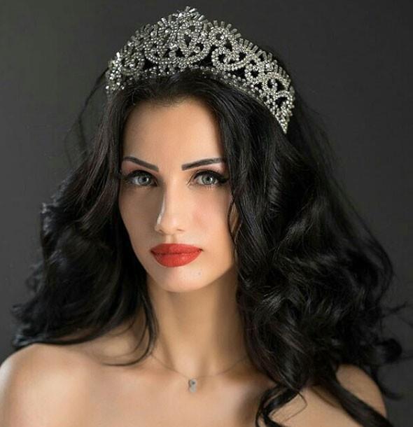 Imane El Bani 2008 yılında Fas güzeli seçildi. Aynı yıl düzenlenen Miss Arab World yarışmasında da birinci oldu.