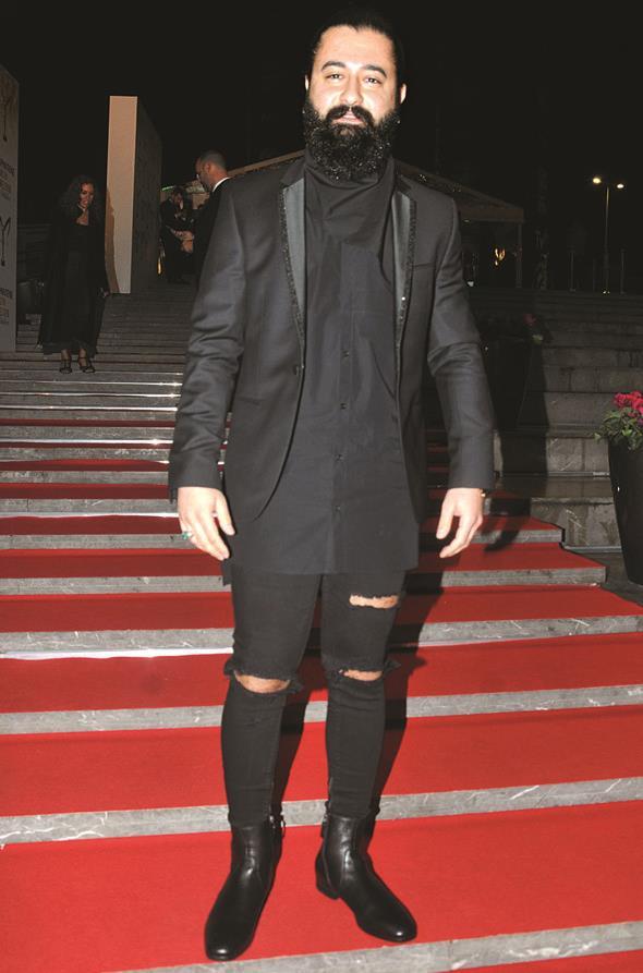 En iyi çıkış yapan solist kategorisinin adaylarından Koray Avcı, törene ekibiyle katıldı.
