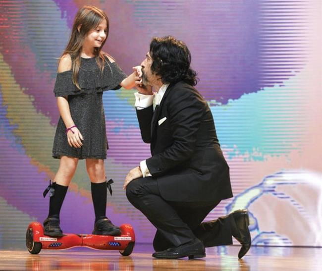İstanbul Sahnede   Pelin Akil Altan ve Okan Bayülgen'in birlikte sunduğu törenin açılışını, Bayülgen'in kızı İstanbul yaptı. Sahneye ginger'la çıkan İstanbul, büyük alkış aldı.