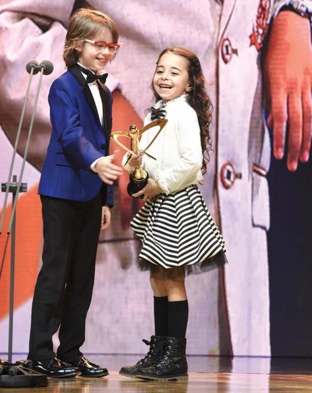 Minik Dayanışma   Bu yıl en iyi çocuk oyuncu ödülü Beren Gökyıldız'ın oldu. Beren'e ödülünü, geçen yıl aynı kategoride ödül kazanan Ataberk Mutlu verdi.