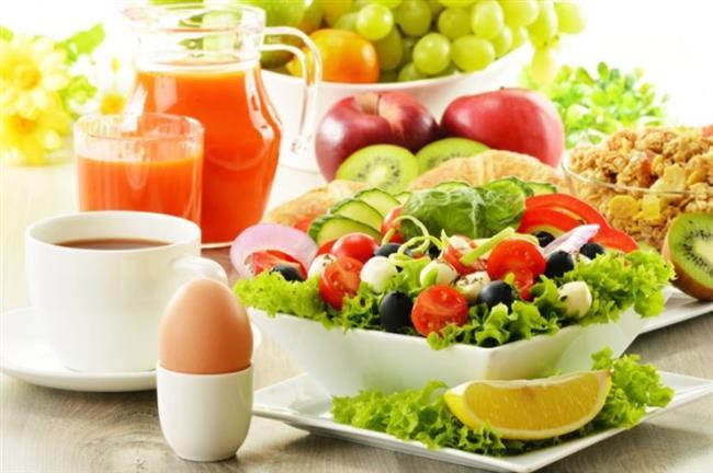 Akrep Burcu Diyet 1. Gün   Kahvaltı  Aç karnına 2 bardak ılık su. 2 dilim diyet ekmek, 2 tatlı kaşığı reçel, şekersiz çay ve kahve. Arada 1 bardak ayran. 2 diyet bisküvi.  Öğle Yemeği  Izgara tavuk, haşlanmış brokoli, bol salata. Arada 1 şeftali.  Akşam Yemeği  1 Tabak sebze yemeği, bol yeşil salata, arada 1 porsiyon meyve. Yatarken bir fincan yeşil çay.
