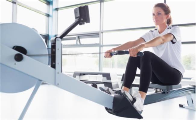 Kürek çekme egzersiz aleti = 1 saatte 546 kalori