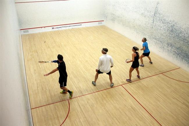 Duvar tenisi (Racquetball) = 1 saatte 637 kalori