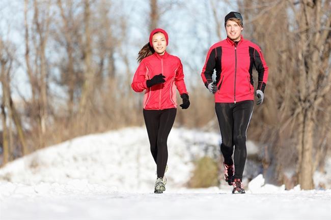 Soğuklarda Zayıflamak Daha Kolay  Vücut kendini ısıtmak için ekstra enerji harcadığından dolayı soğukta duran kişiler daha çok yağ yakıyor.Soğuk havada metabolizmanın çalışma hızı artıyor, bu da zayıflamaya yardım ediyor. Vücuttaki yağın ve kötü kolestrolün yakılması soğukta daha hızlı oluyor.