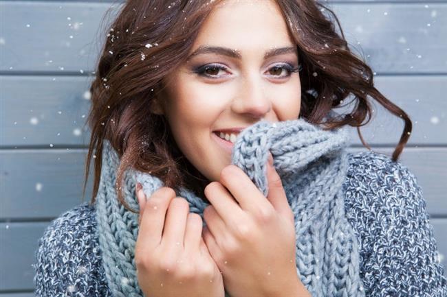 """Soğuk Havalar Genç Tutuyor  Soğuk hava insan cildine iyi geliyor; yüzdeki gözenekleri sıkılaştırıyor, şişkinliği azaltıyor. Rus uzmanlara göre, soğuk havanın """"estetik"""" faydası da var.  <a href= http://mahmure.hurriyet.com.tr/saglik/diyet-fitness/diyet-listesi/kis-diyeti_1062445 style=""""color:red; font:bold 11pt arial; text-decoration:none;""""  target=""""_blank"""">Kış Diyeti İçin Tıklayınız!"""