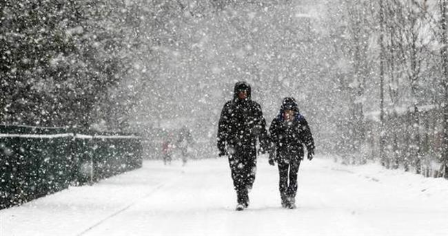 """Ancak uzmanlar aşırı soğukların bu 'sıcak yüzü'ne rağmen, -10 dereceden soğuk havalarda dışarıda geçirilen sürenin """"yarım saati aşmaması"""" uyarısında bulunuyor."""