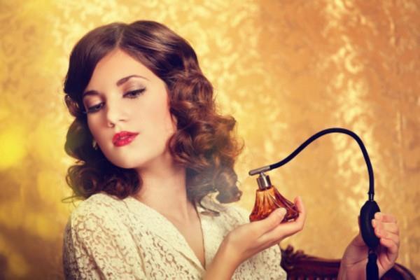 Parfüm Boca Etmek  Siz de bizim gibi parfümü üstünüze boca mı ediyorsunuz... Erkek arkadaşınız bunu yapmıyorsa size söyleyeceği çok şey var demektir. Bu konuda size bir öneride bulunabiliriz. Parfümünüzü 3 defadan fazla sıkmayın.