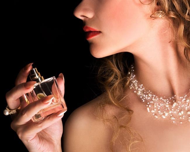 Parfüm kullanırken nelere dikkat edeceğinizi, etkisini ve kalıcılığını nasıl artıracağınızı, cilt tipinize göre parfümleri ne miktarda kullanacağınızı biliyor musunuz?   Kullanılan parfümden maksimum fayda sağlamak isteyenler bu öğütlere kulak versin.