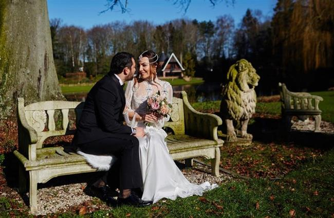 Burcu Kara-Fırat Doğu Parlak  Belçika'da evlenen Burcu Kara ve eşi arasında 4 yaşlık bir fark var damat yaş olarak daha küçük. Burcu Kara 1 Mart 1980 Bursa doğumlu, Fırat Doğu Parlak ise 20 Nisan 1984 Çorlu doğumlu.
