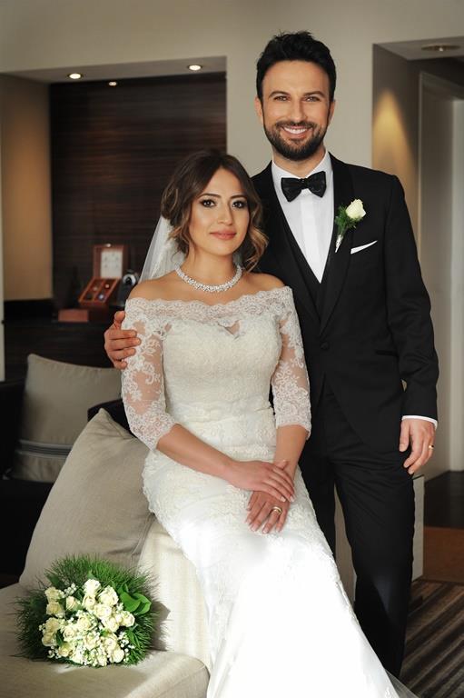 Tarkan-Pınar Dilek  Tarkan ve eşi arasında 13 yaş farkı bulunuyor. Gelin Pınar Dilek, Tarkandan 13 yaş daha küçük.Tarkan 17 Ekim 1972 Almanya doğumlu, eşi Pınar Dilek ise 1985 Almanya doğumlu.