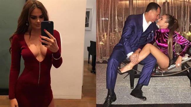 XENIA DELI'NİN GELİNLİĞİ YAZA DAMGA VURDU   MİLYARDER KOCAMLA ÇOK MUTLUYUM   Justin Bieber'ın What Do You Mean? adlı şarkısının klibindeki cüretkar sahneleriyle tanınan Moldovalı model Xenia Deli, kendisinden 36 yaş büyük milyarder kocasıyla ne kadar mutlu olduğunu tüm dünyaya ilan ediyor, 26 yaşındaki Deli, sosyal medya hesabından geçen yaz evlendikten sonra başlayan yeni hayatından kaeler paylaşıyor. 62 yaşındaki Osama Fathi Rabah Al Sharif ile gösterişli bir törenle evlenen Xenia Deli, düğün günü çekilen pozlarını da Instagram sayfasında paylaşıyor.  İşte Deli'nin çok konuşulan o paylaşımları.   Kaynak:Hürriyet