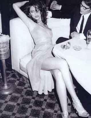 Kurylenko Yeni James Bond kızı seçilditen sonra kariyeri iyice yükselişe geçen Kurylenko, yoksul bir çocukluk geçirdi.