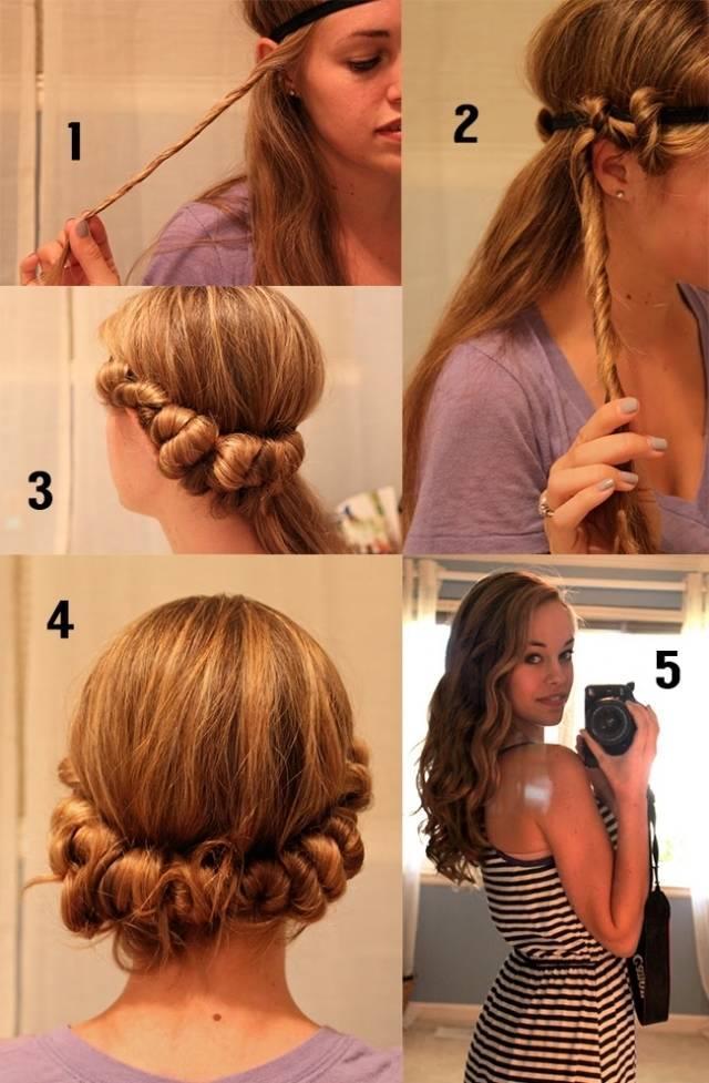 3. Saç Bandı İle Dalgalı Saçlar Yapın  Isı kullanmadan, kolay bir şekilde doğal ve iri dalgalar elde etmek istiyorsanız bu yöntemi çok seveceksiniz.  Nasıl Yapılır?  -Saçlarınızı yıkayın ve hafif nemli bırakın.  -Saç bandını alnınızın üzerinde duracak şekilde başınıza geçirin.
