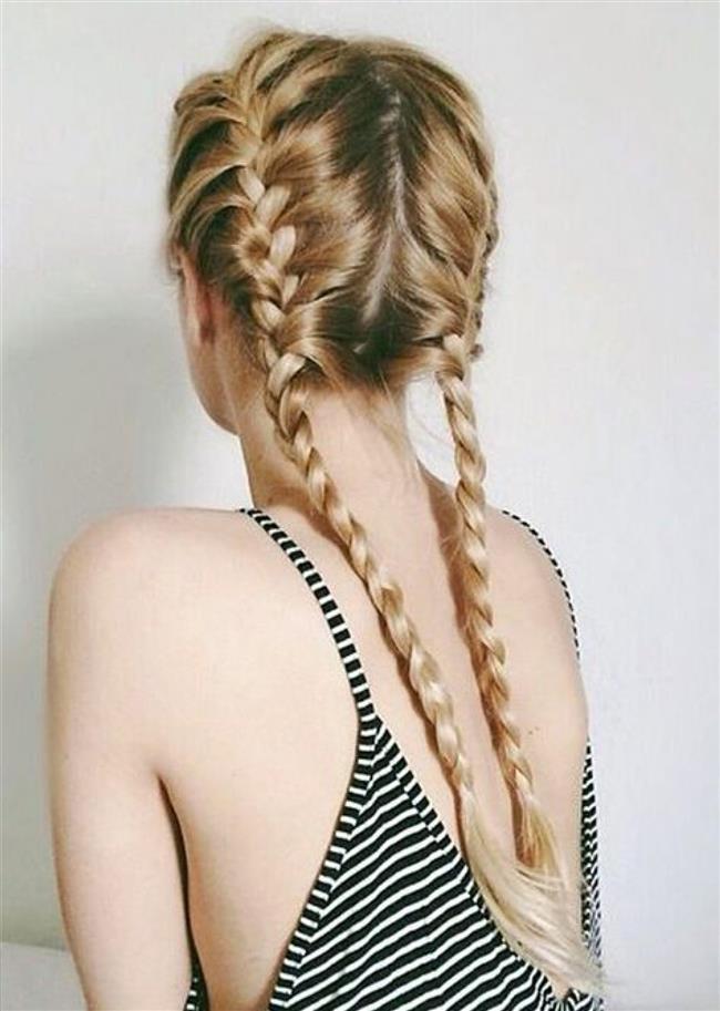 5. Gece örgüsü  Saçları örmek oldukça kolay bir iştir aslında ve gece uyurken sizi rahatsız etmez. Harika görünen bukleler için saçınızı yıkayın ve havluyla kurutun. Biraz saç şekillendirici sürerseniz daha dayanıklı olacaktır ancak fazla kullanmayın.