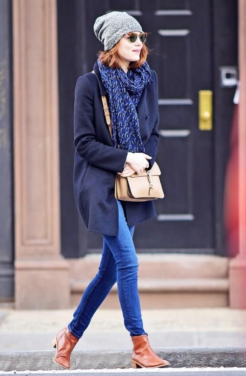 Günlük kıyafetlerde kullanımı çok yaygın olan azur mavisini stilinizin en uygun parçalarıyla birleştirerek spor ve günlük görünümünün yanında tüm dikkatleri üzerinize çekebilirsiniz.
