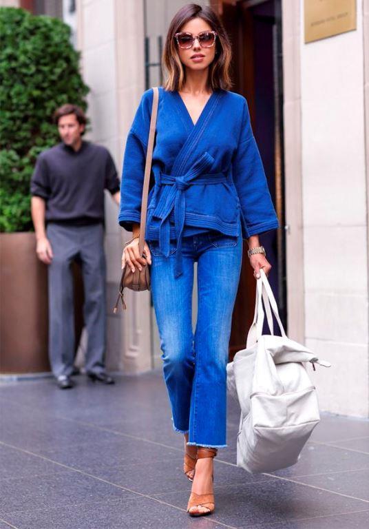 Cool ve ciddi bir görünüm veren bu rengi palto ve aksesuarlarınızla tamamlayarak bir bütünlük oluşturabilirsiniz.