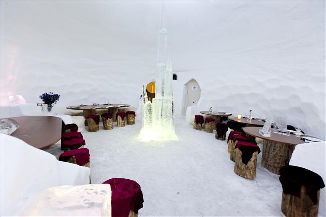 5. Igloo Hotel, Grandvalira, Andorra  Kim demiş sıfırın altındaki sıcaklıkları yaşamak için ille de Kuzey Kutbu'na gitmeniz gerektiğini? Andorra'nın bu küçük olduğu kadar mükemmel olan oteli Igloo, sadece dört odaya sahip ve Pireneler'de, 2350 metre yükseklikte bulunuyor. Otelin kapısından çıktığınız andan itibaren kayak yapabiliyorsunuz. Üstüne üstlük, geceleri kar ayakkabılarınızı alıp, binlerce yıldızın aydınlattığı gökyüzünün altında keyifli yürüyüşler de yapabilirsiniz.
