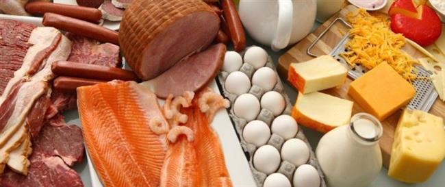 Vitaminler Cildinize Nefes Aldırır!  Vitaminler, cilde doğrudan yarar sağlayan antioksidan etkilerinin yanı sıra; doğru beslenme ile vücuda aldığımızda da yararlıdır.   A Vitamini ve Beta Karotenler: Yaşlanmayı geciktirici etkileri için kullanılır. Sarı, turuncu ve yeşil renkli sebzeler, yumurta akı, ciğer, tereyağı ve balık yağlarında bulunur.