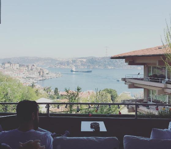Burası Neslihan Atagül ile bir süre önce evlendiği Kadir Doğulu'nun evi.