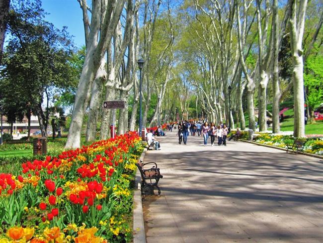 Gülhane Parkı  Her mevsim ayrı bir güzelliği olan Gülhane Park'ında sıcak kestane alarak doğayla iç içe bir yürüyüş yapabilirsiniz.