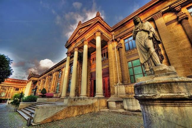 İstanbul Arkeoloji Müzesi  İstanbul Arkeoloji Müzeleri, bu şehirde görülen en kapsamlı tarihi nitelikli sergilerden birini barındırıyor. Biraz tarihe meraklıysanız uygun bir fiyata bu eşsiz müzeyi gezebilirsiniz.
