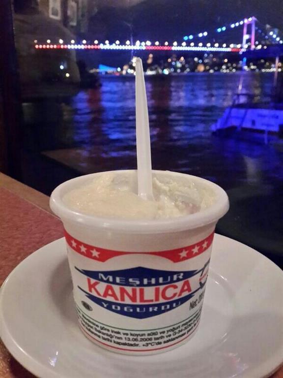 Meşhur Kanlıca Yoğurdu  Tatlı – tuzlu her çeşidi buluna Kanlıca Yoğurdu eşsiz bir lezzet.Bir kere yedikten sonra asla vazgeçemeyeceksiniz.İstanbul'un Kanlıca ilçesinde  uygun fiyata yiyebilirsiniz.