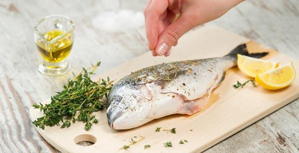 Güneş etkisini iyice yitirmeye başladığında haftada 3-4 kez balık tüketerek Omega-3, selenyum ve D vitamini alımımıza destek olabiliriz