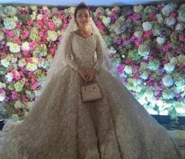 Moskova Üniversitesi'nde diş hekimliği öğrenimi gören gelin Khadia Uzhakova ile Gutseriev'in geçtiğimiz bir hafta süren en düğün töreni 1 milyar dolara mal oldu.