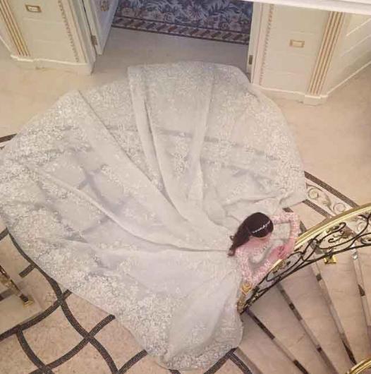 Abla Mariam da tıpkı Elina gibi Zuhair Murad tasarımı bir gelinlik giydi. Onun gelinliği de binlerce dolar değerindeydi.