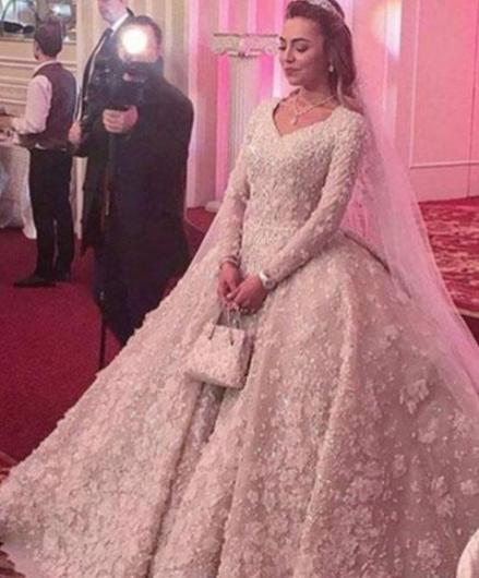 Rusya Federasyonu'nun başkenti Moskova'da yapılan düğünde Jennifer Lopez, Sting ve Enrique Iglesias da sahne aldı. Damat Said Gutseriev'in törenin başlangıcında çok heyecanlı olduğu gözlendi.