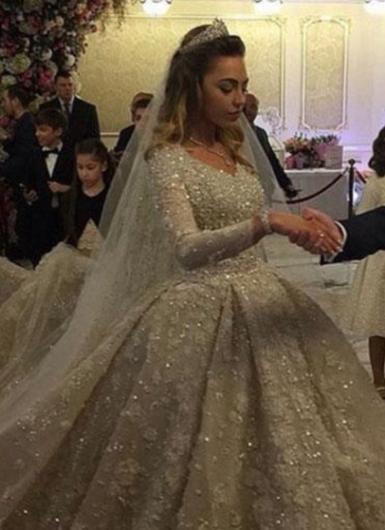 6,2 milyon dolarlık bir servete sahip olan petrol ve medya devi Gutseriev'in İngiltere'de yüksek öğrenim gören 28 yaşındaki oğlu Said hayatını 20 yaşındaki Khadija Uzhakova ile birleştirdi.