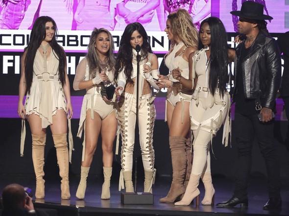 2016 Amerikan Müzik Ödülleri (AMA) dün akşam Los Angeles, Microsoft Theater'da düzenlenen bir törenle sahiplerini buldu. Ünlü model Gigi Hadid ve Jay Pharoah'ın sunduğu törende pek çok ünlü isim performans gerçekleştirdi.