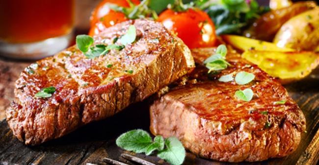 Pazar: 3 dilim rosto edilmiş biftek, havuçlu brokoli salatası ve iki adet haşlanmış patates. Bir meyve.