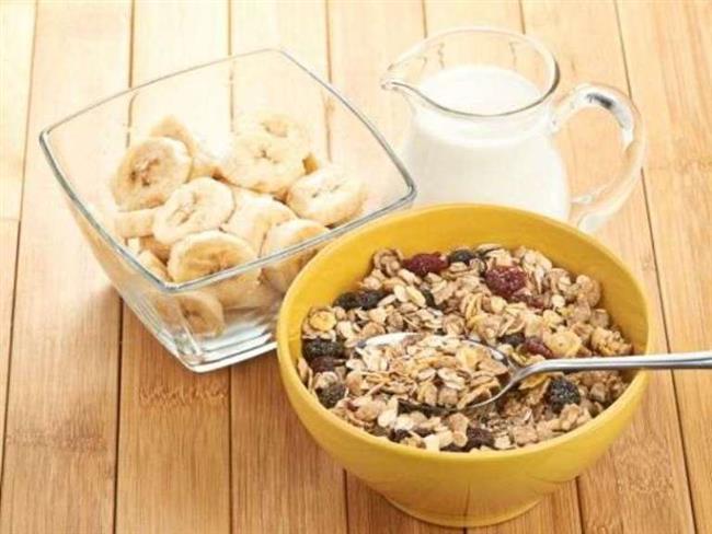 Günlük Program   Kahvaltı:  Bir porsiyon hazırladığınız müsli, bir fincan süt ve dilimlenmiş muz  Saat 11.00:  Bir elma