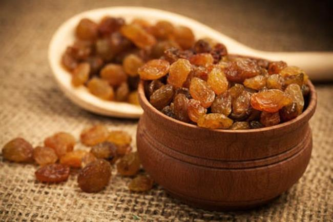 Öğlen:  Bir porsiyon müsli ve yarım muz  Öğleden sonra:  Bir avuç kuru üzüm