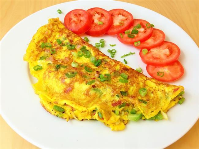 Salı: İki yumurtalı omlet, domates ve rendelenmiş havuçla tüketilecek