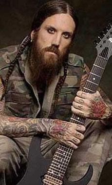 """""""DİNİ UYANIŞ YAŞIYORUM"""" DEDİ GRUPTAN AYRILDI  Alternatif metal grubu Korn'un gitaristi Brian Head Welch de 3 yıl önce 'dini uyanış' yaşadığını söyleyerek, gruptan ayrılmıştı."""