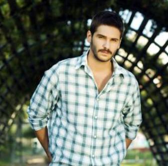 TOLGAHAN'IN BİLİNMEYEN YÜZÜ   Lale Devri'nin yakışıklı oyuncusu Tolgahan Sayışman katıldığı bir televizyon programında hakkında hiç bilinmeyen bir ayrıntıyı ilk kez anlattı.